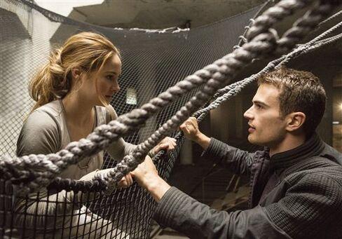 Film-Divergent-Theo James