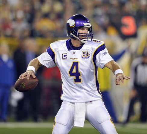 Brett Favre #4 of the Minnesota Vikings