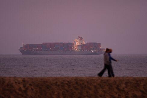 California Ports Strike Strands Holiday-Shopping Shipments