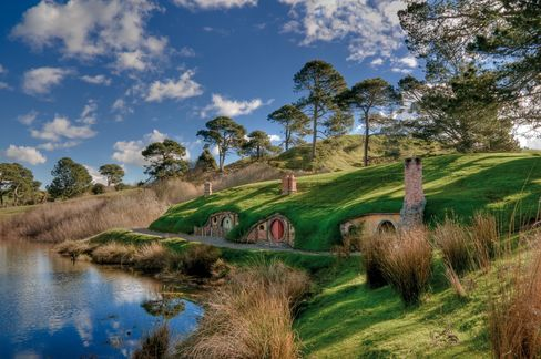 Hobbit Returning to New Zealand Finds Middle Earth Expensive