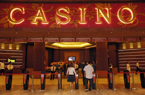Genting Singapore Declines After Casino Fine