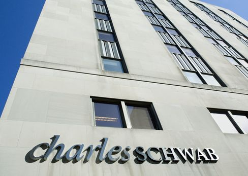 Schwab Advisers Play Psychologist for Burned Clients