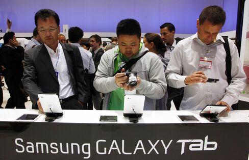 Samsung, Toshiba 'Me-Too' Tablets Seek to Battle IPad