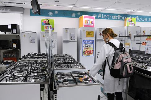 A customer browses appliances at a Magazine Luiza store in Sao Paulo. Magazine Luiza asked Banco Itau BBA to lead its IPO in April. Photographer: Paulo Fridman/Bloomberg