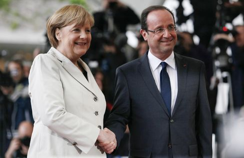 Merkel's First Hollande Meeting Yields Signal for Greece