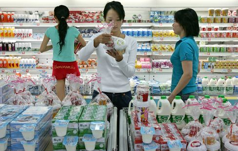 Mengniu Dairy Said to Hold Discussions to Acquire Modern Dairy