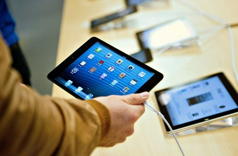 Apple Debuts IPad With More Memory Amid Mounting Competition