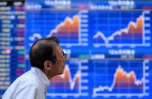 Asian Stocks Fall as Kerry Says U.S. to Hold Syria Accountable