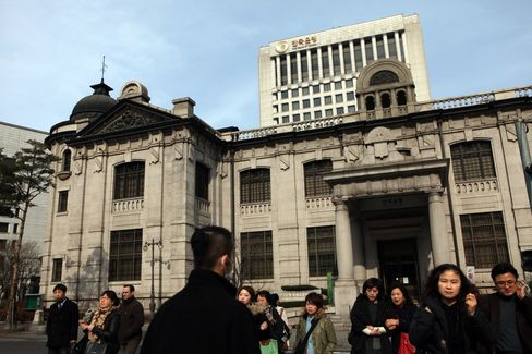 Bank of Korea Holds Rates as Park Administration Eyes Stimulus