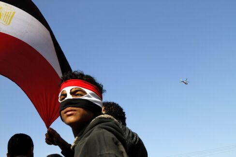Egypt Protesters, Mubarak Supporters Clash in Cairo