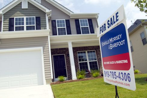 Homebuyers Hunker Down, Housing's Drag on Economy May Worsen