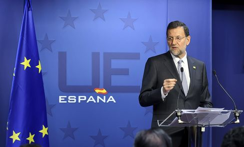 Rajoy Holds Bank Talks With EU Leaders as Fitch Cuts Spain
