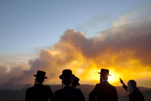 Israel Seeks Aid to Fight Fire That Killed About 40