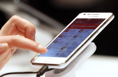 Samsung Overtakes Apple as No. 1 Smartphone Maker in 1st Quarter
