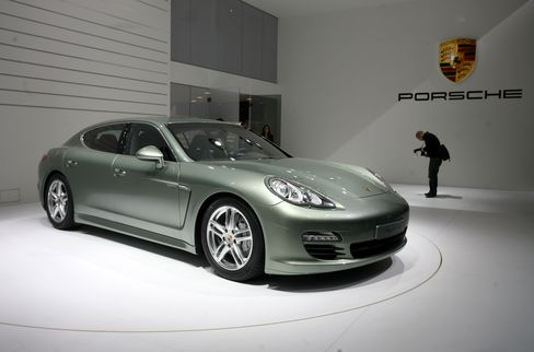 Porsche Said to Gain High Acceptance Rate in Rights Offering