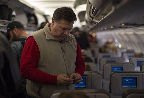Easing Electronics Use on Planes Seen by U.S. Advisory Panel