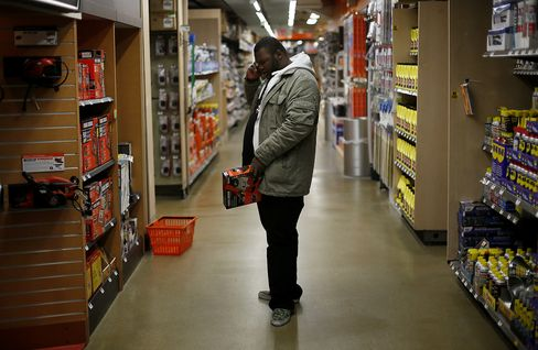 Consumer Comfort in U.S. Climbs to Highest Level Since April