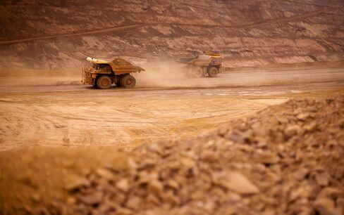Rio Tinto First-Quarter Iron Ore Output Misses Estimates