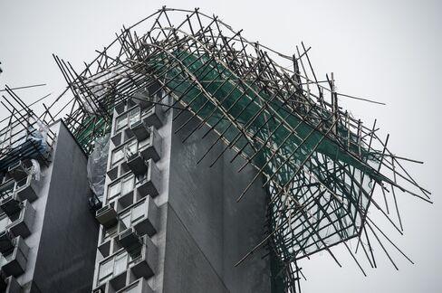 Hong Kong Lowers Typhoon Warning