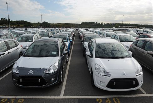 French Jobless Fears Mean No Europe Fix for Auto Overhang