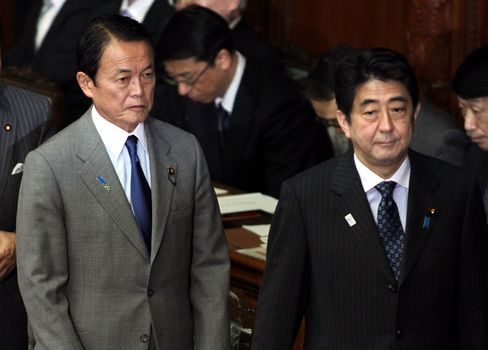 Aso Says Japanese Government Not Planning Foreign Bond Buys