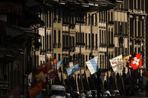 Swiss Property Market Risks Grew in First Quarter, UBS Says
