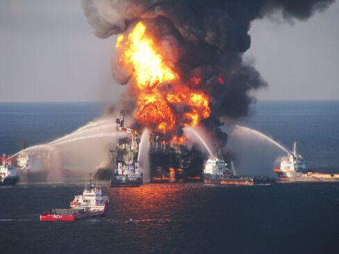 Boats battle fire on oil rig