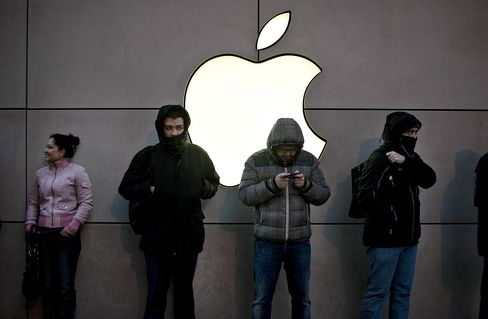 Apple Growth Slowdown Fuels Concern of Shift to Value Stock
