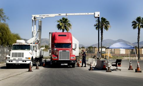 U.S. Regulator Said to Look Other Way on Unsafe Mexican Trucks