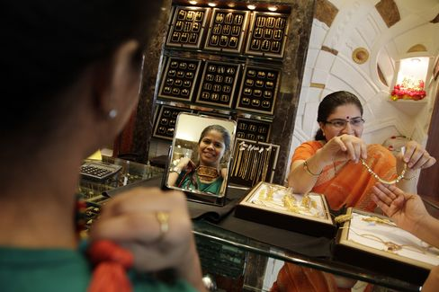 Gold Being Sold Aggressively in India as Prices Near Record