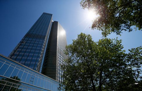 ECB Board Members Call for Publication of Policy-Meeting Minutes