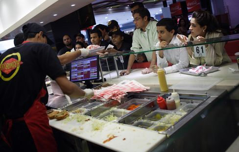 Pakistanis Flock to Fatburger as Fast Food Boom Ignores Politics