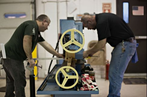 Students Work at a Manufacturing Technologies Lab