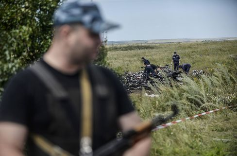Armed Pro-Russian Separatists at Plane Crash Site