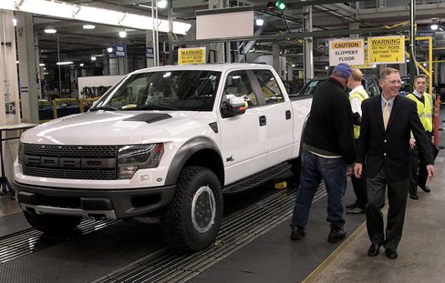 Ford Reduced Pay for CEO Mulally 29% to $21 Million Last Year