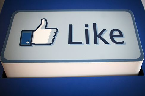 Facebook Draws More Young Prime-Time Viewers Than Major Networks