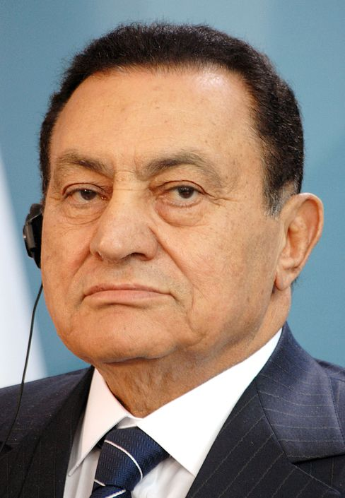 Egypts Mubarak in Coma After Heart Attack