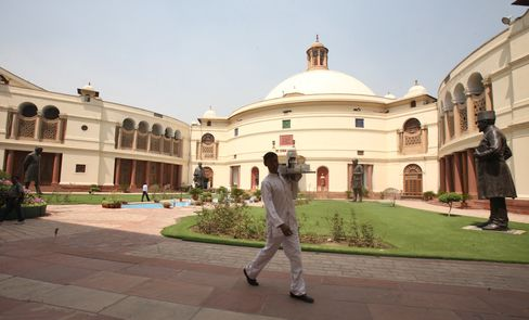 Singh's Biggest Ally to Quit India Coalition Over Foreign Retail