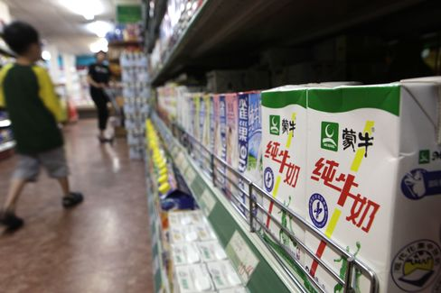 Mengniu Falls Most in More Than Three Years on Tainted Milk