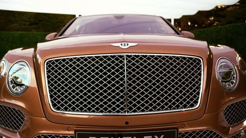 The Bentayga incorporates a bold front diamond matrix grill and suspended round halogen headlights.