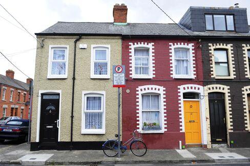 Irish Bank Evicts Pensioner After $155 Billion Losses