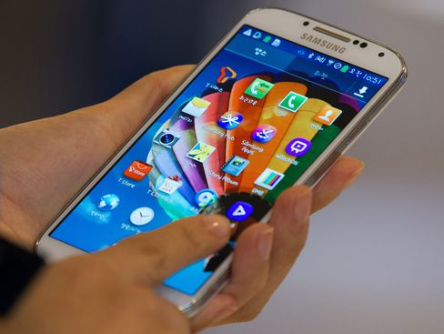 DoCoMo May Pick Galaxy S4 and Sony Models for Handset Promotions