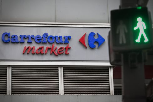 Carrefour Rallies on Colombian Sale as Buyer Cencosud Slumps