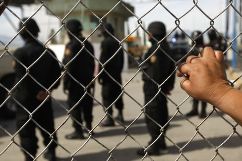 Mexico Drug War Has Home Builders Cashing In on Private Prisons