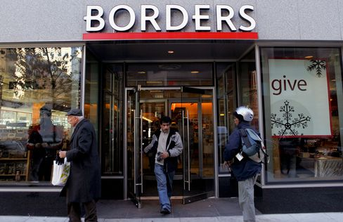 Borders Tumbles After Delaying Payments to Some Publishers