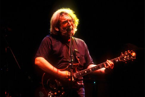 Jerry Garcia Plays With The Grateful Dead