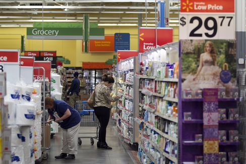 Last month, Wal-Mart placed last among department and discount stores in the American Customer Satisfaction Index, the sixth year in a row the company had either tied or taken the last spot. Photographer: Andrew Harrer/Bloomberg