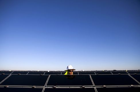 First Solar Seeks 5.5 Gigawatts of Sales After Unchanged Quarter