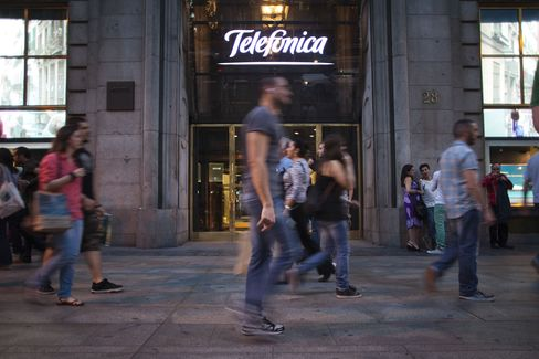 Telefonica Said to Lure Germans With Dividends It Ended in Spain