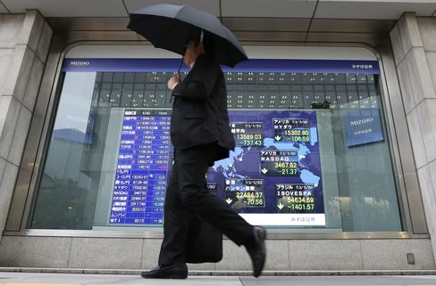 Asian Stocks Fall as Improving U.S. Data Stokes Fed Exit Concern